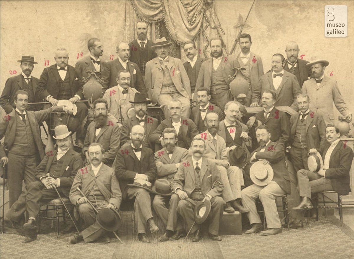 Roster (no. 12) and other Italian photographers at a convention (early 20th century)